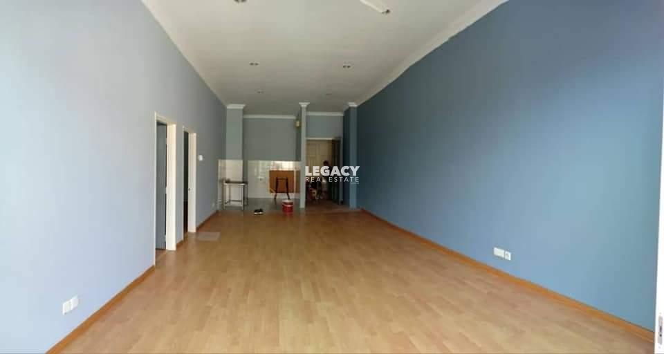 1B Condominium | Level 25